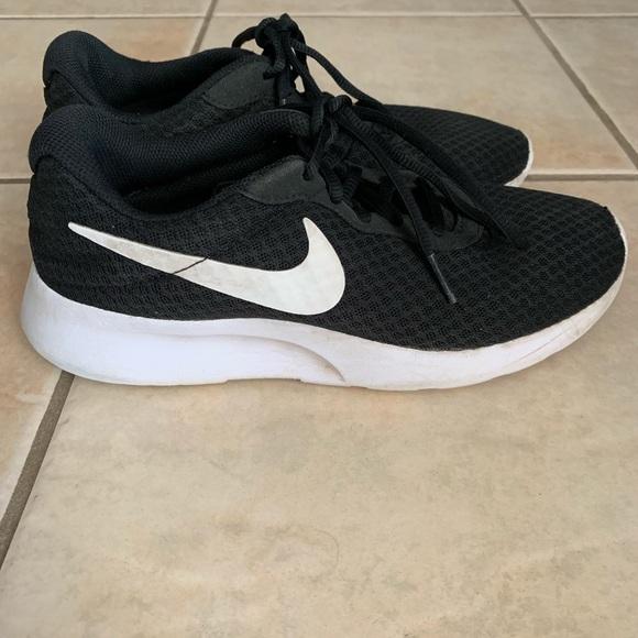 Girls Nike Black White Sneakers Tennis Shoes 6 5